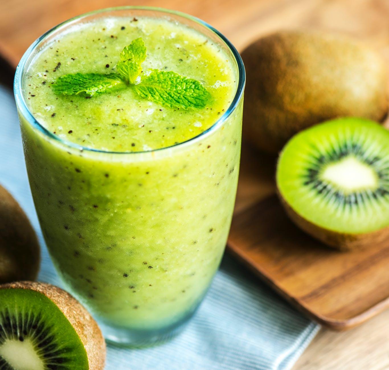 photo of kiwi smoothie filled glass